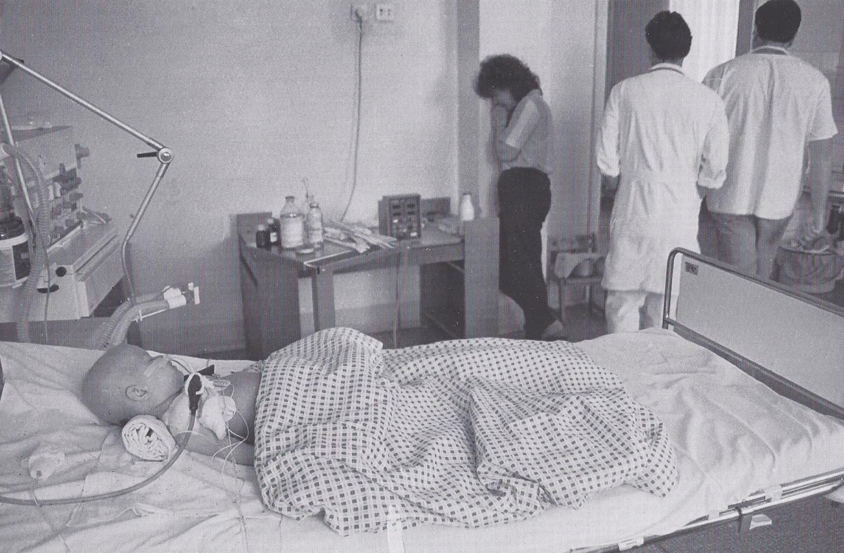 Die Ärzte gehen. Hoffnungslose Situation im Reanimationszimmer für Leukämie-Behandlung. (1993)