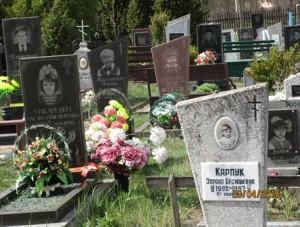 Anlässlich des 30. Jahrestages der Katastrophe von Tschernobyl : Besuch des Friedhofs mit tausenden Kindergräbern