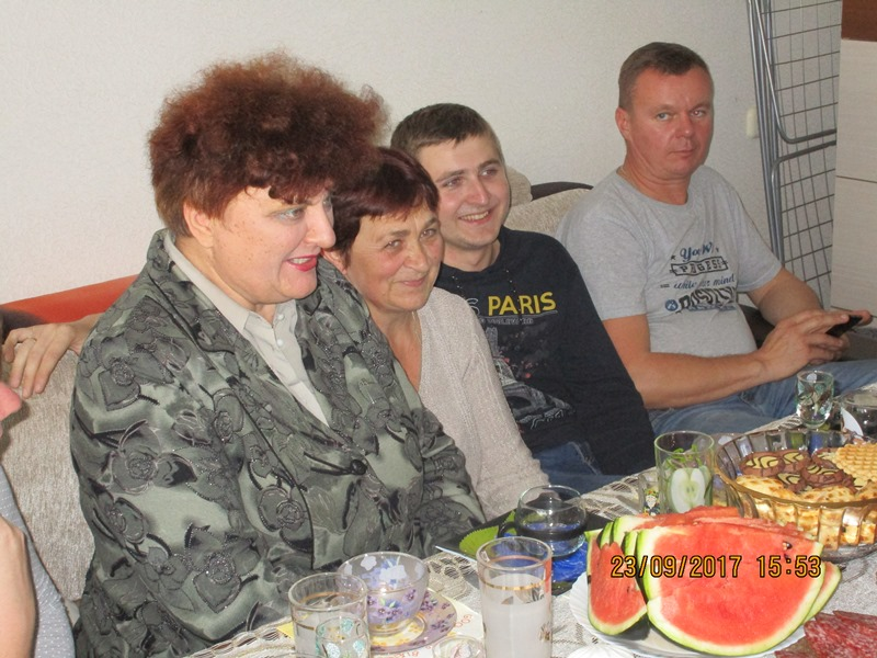 Zu Gast in Berjosa. Mit dabei Rosa Karpesch (li.), die sich als Journalistin sehr für die Thematisierung der Tschernobyl-Folgen engagiert.