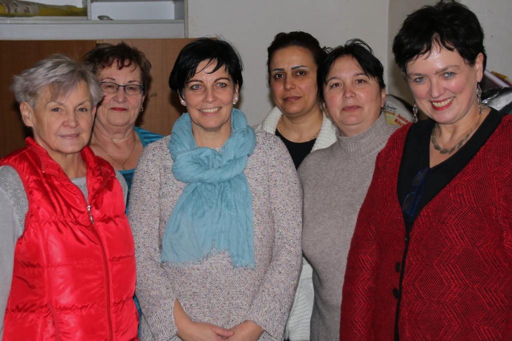 Gisela Kniebel, Ursula Schott, Simone Dittmann, Dina Karout (sie stammt aus Syrien), Lena Wüstner und Michaela Lütche (v.l.)