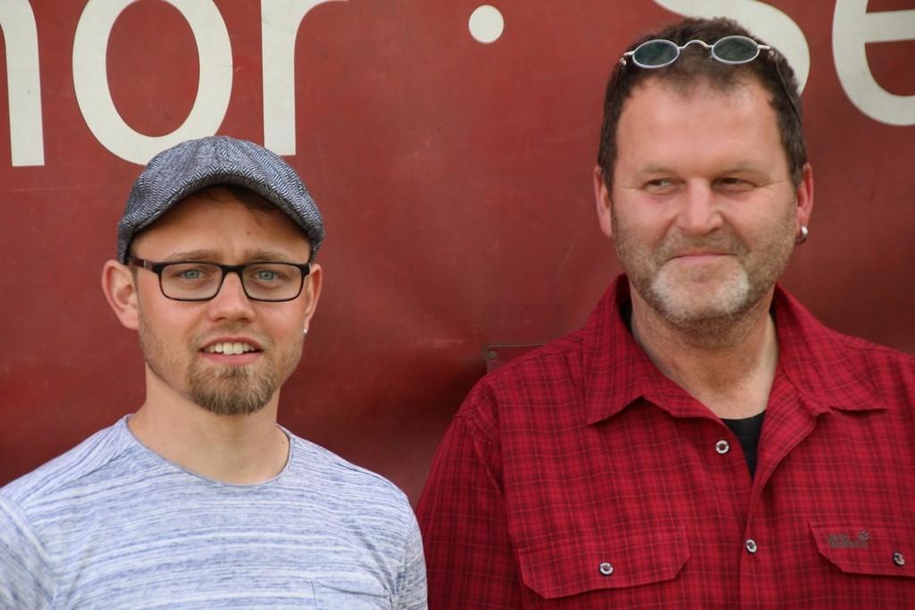 Benny und Mario Dittrich (Vater und Sohn aus Beiersdorf) steuern den LKW-Zug