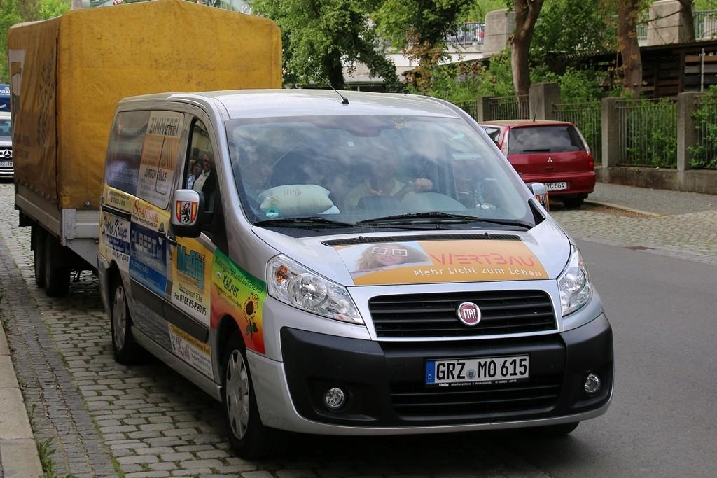 Kai Dittmann startet mit einem der Kleinbusse