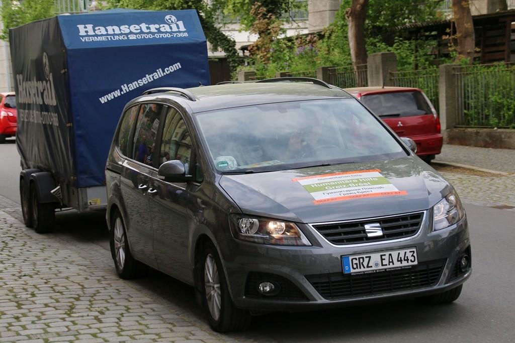 Mit seinem privaten Seat zieht Friedemann Schatz den zweiten 2-Tonnen-Anhänger