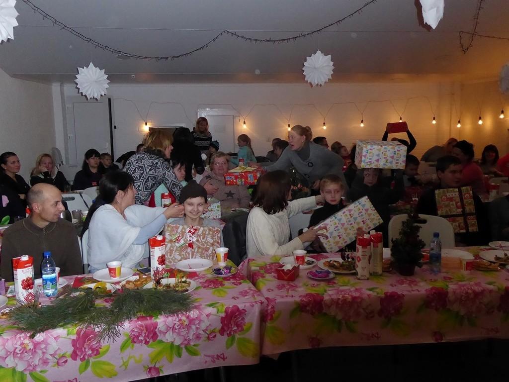 Russische Weihnachtsfeier mit Greizer Geschenken in der Brester Baptistengemeinde