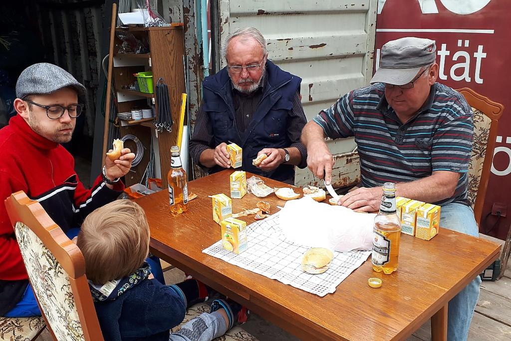 Pause beim Rampenbau. V.l.: Benny Dittrich, Gerhard Jalowski, Rene Wehlage.
