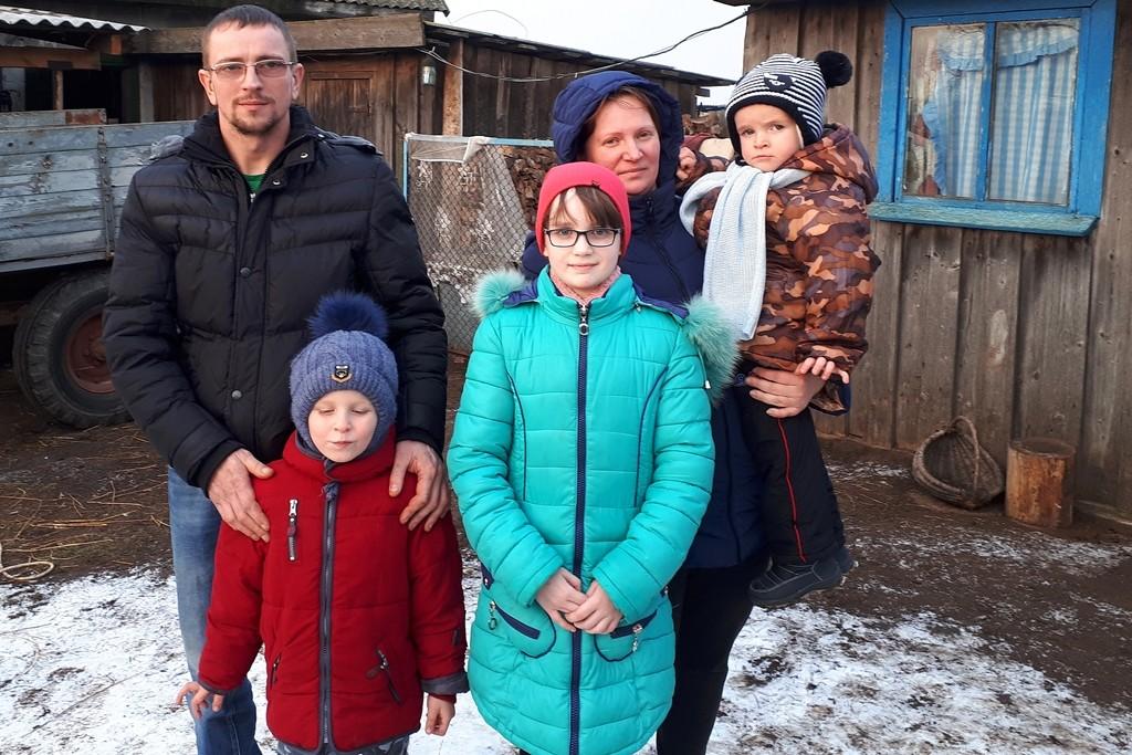 Familie Schewtschuk mit ihrer Tochter Xenia (mi).