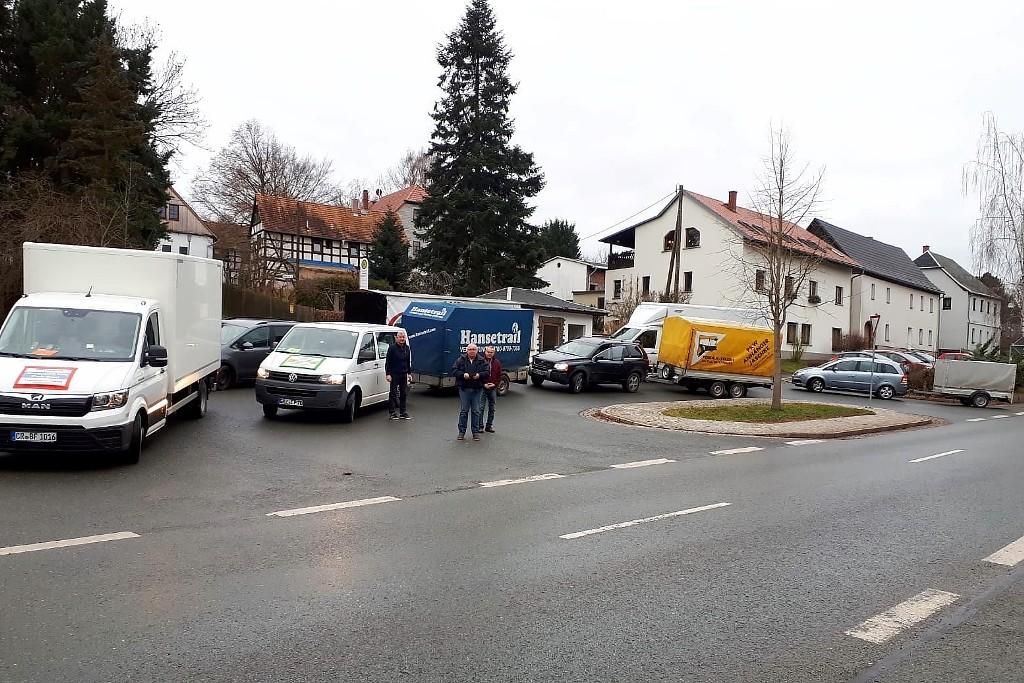 Sieben Sponsoren stellten einen großen Teil des Fahrzeugkonvois bereit: Familie Schatz, Rene und Ilona Wehlage (beide aus Greiz), Thomas Scheffel (Lunzig), Alexander Rost (Langenwetzendorf), Jens Schott (Greiz), die fa. Elektro-Pönicke aus Zeulenroda-Triebes und das Autohaus Schweiger (Greiz).