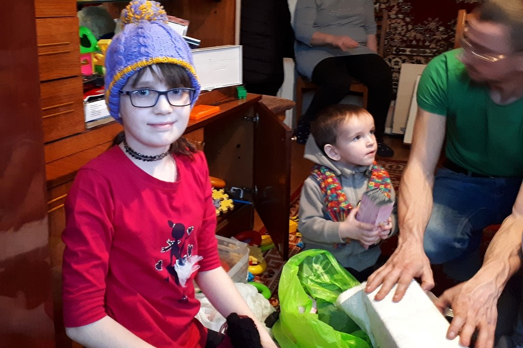 Xenia litt an Leukämie, hat eine anstrengende Behandlung in Minsk hinter sich. Der Familie kostete das viel Kraft, Geld und Geduld.